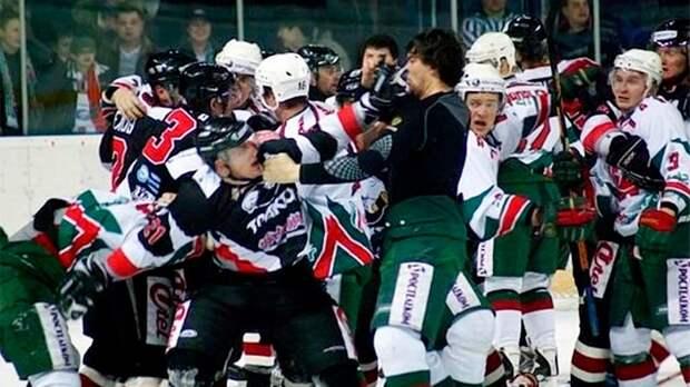 Самое адское побоище в российском хоккее! Кровавая драка в Казани: видео