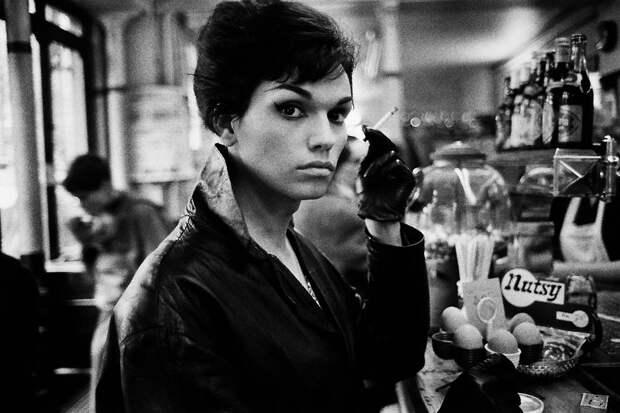 Бессонные ночи в квартале красных фонарей: как жили французские транссексуалы в начале 60-х