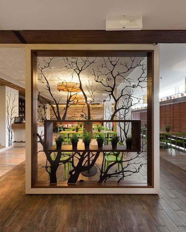 Интерьерные комнатные перегородки с использованием живых  деревьев