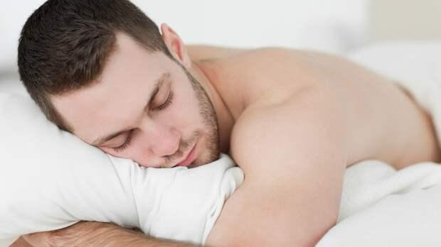 Ученые рассказали, какая поза сна убивает мужское здоровье