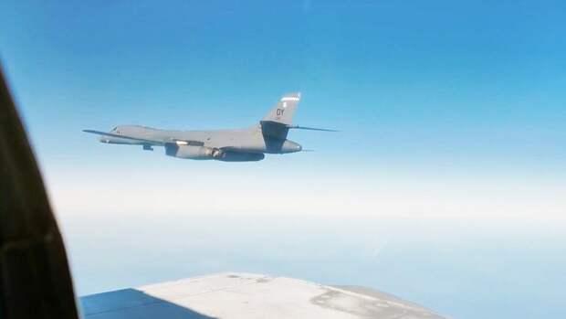 Минобороны показало видео сопровождения бомбардировщика США у берегов России