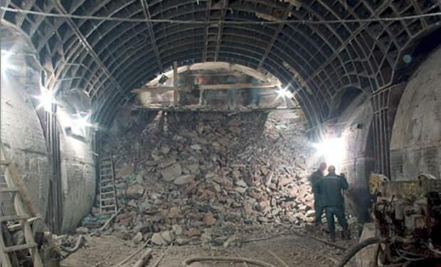 Находки строителей из котлованов и тоннелей: из под земли достали корабль