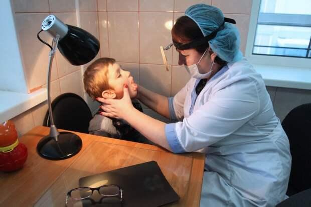 Дефицит врачей восполнят пенсионерами и мамами в декрете