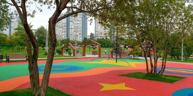 На Абрамцевской и Череповецкой установят качели на детских площадках