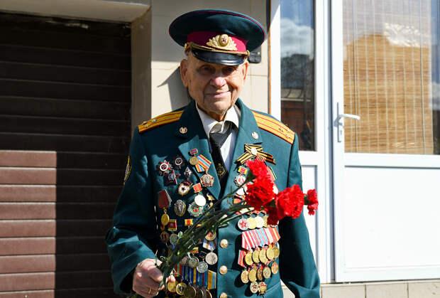 Игорь Руденя в Твери поздравил участника войны Спартака Сычева с 97-летием