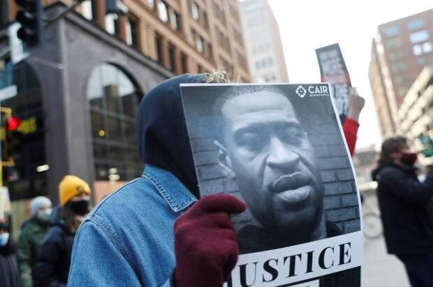 Присяжные в США не смогли вынести в первый день вердикт по делу Флойда