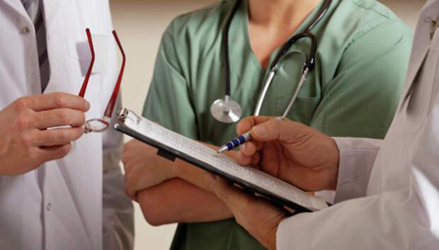 Подмосковные врачи получат надбавку к зарплате за борьбу с коронавирусом