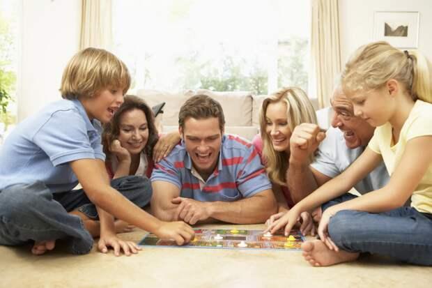 Нескучные каникулы: подборка семейных игр и фильмов