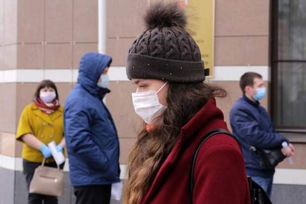Анна Попова призвала россиян не снимать маски