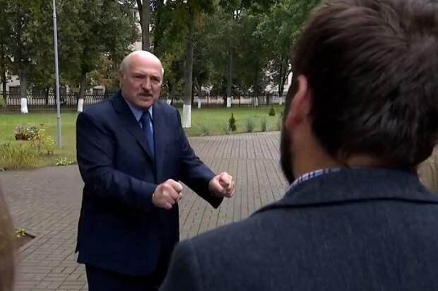 Лукашенко в колледже в Барановичах, 1.09.20.png