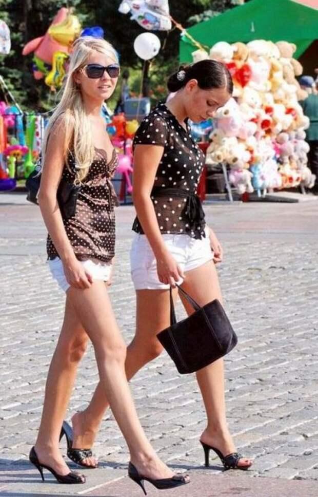 Наши девушки в коротких юбках (40 фото)