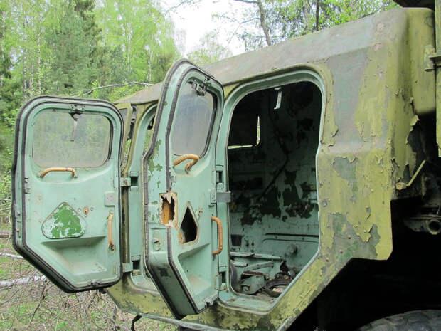 Неожиданная находка в лесу: два брошенных военных гиганта