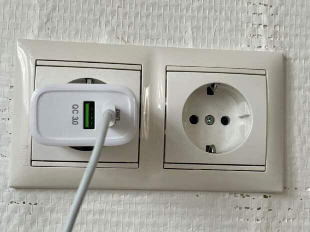 Почему не стоит покупать дешёвые кабели и адаптеры для зарядки?
