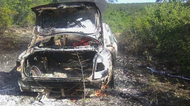 Автопожар под Бахчисараем чуть не перекинулся на лес