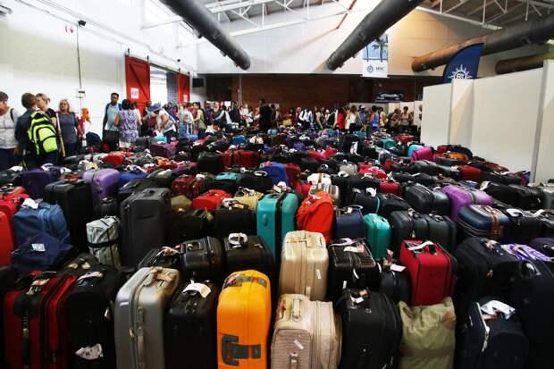 На складе в Шереметьево лежит тонна неразобранного багажа