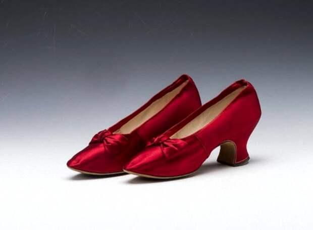 По цвету туфель вдовствующей императрицы можно было определить настроение ее в определенный период. /Фото: liveinternet.ru
