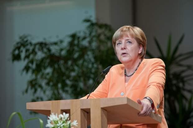 """СМИ написали, что Меркель виновна  в """"разрушении Евросоюза"""""""