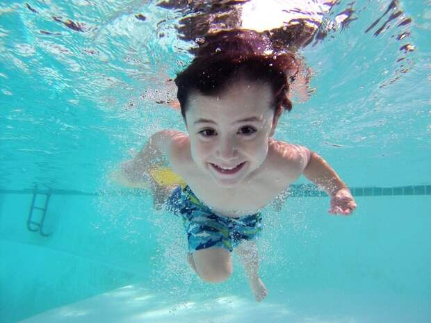 kid-1401157_1280-1024x768 С какого возраста стоит учить ребенка плавать? Полезные советы