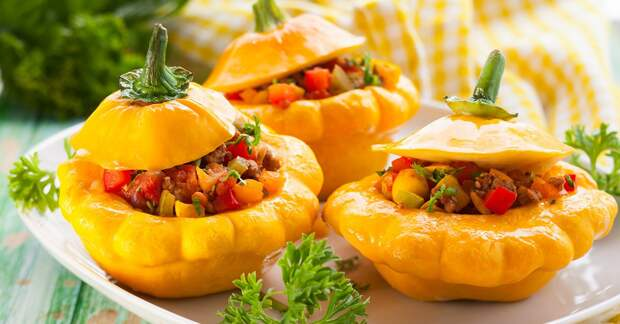 Pattypan squash stufeed with vegetables and meat