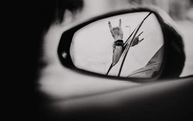 Главные сообщения водителей — с помощью аварийки, фар и жестов