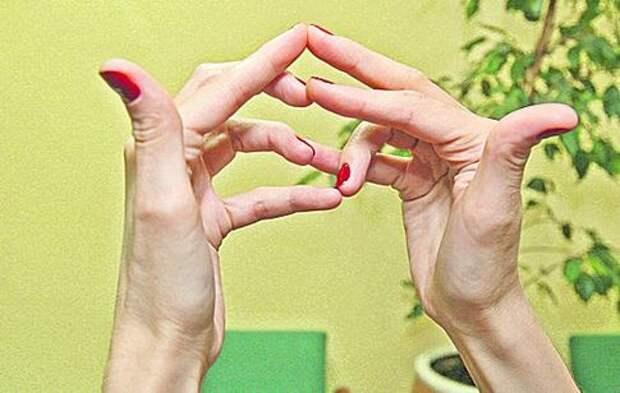 Йога для пальцев: «корова» поможет суставам, а «черепаха» — сердцу