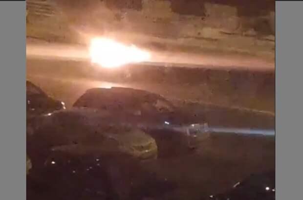 На Сходненской ночью загорелся автомобиль
