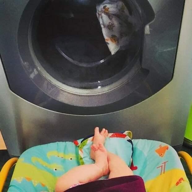 Нужно время для себя? Посадите ребенка перед стиральной машиной - там столько всего интересного! Лайфхак, дети, крутые идеи, родители, смешно