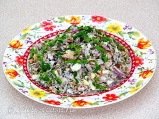 Салат из морской капусты с сайрой: фото к шагу 7
