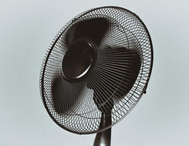 Можно ли спать рядом с вентилятором?