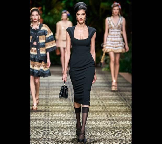 Наглядно показываю, что красивая и женственная мода существует и в 2021