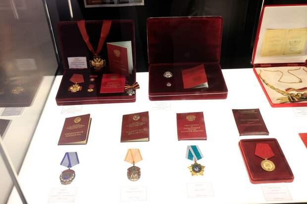 Симонян передал музею «Спартака» все свои награды