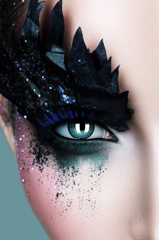 Сказачно пугающий макияж