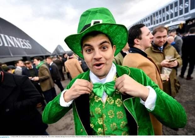 Алкогольный забег начат: как посетители скачек в Челтнеме открыли празднование Дня Святого Патрика