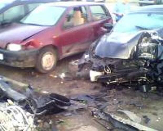 Пьяный водитель покорежил шесть автомобилей в одном из московских дворов