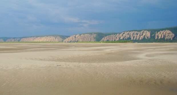 Русло Лены превратилось в песчаную пустыню: почему обмелела великая река Сибири