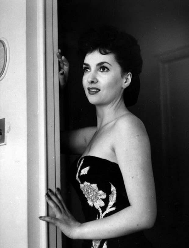 Красивые женщины (15 фото) и красивые цитаты о женщинах