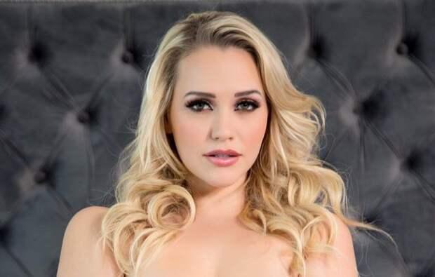 Блудливая блондиночка - Миа Малкова в гостях у Михалыча.