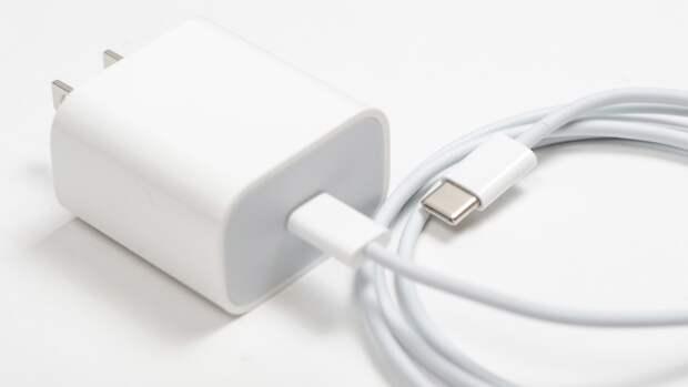 Неоригинальная зарядка для смартфона может стать причиной пожара