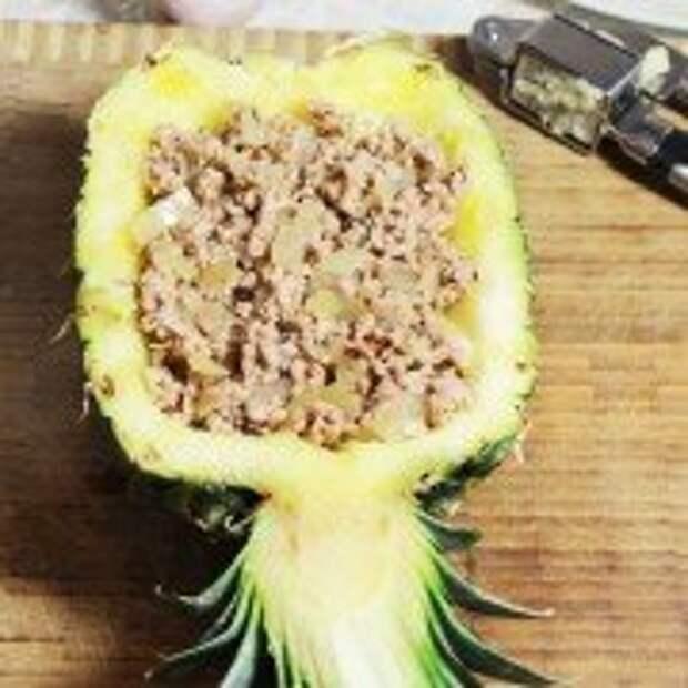 Запеченный ананас с фаршем под сырной корочкой- шаг 6
