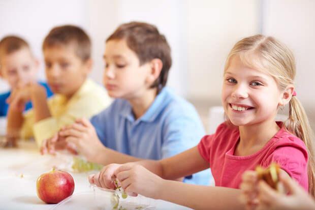 Младшеклассников обеспечат бесплатным питанием в школе