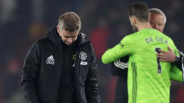 "Тренер ""Ман Юнайтед"" вышел к протестующим на базе клуба фанатам"