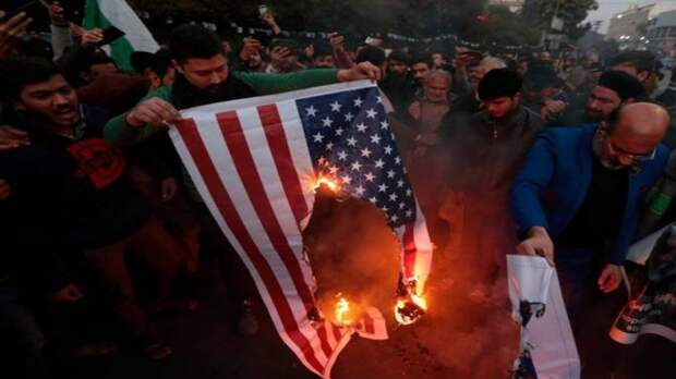 В Иране фабрика делает флаги США и Израиля, чтобы потом их показательно сжигать