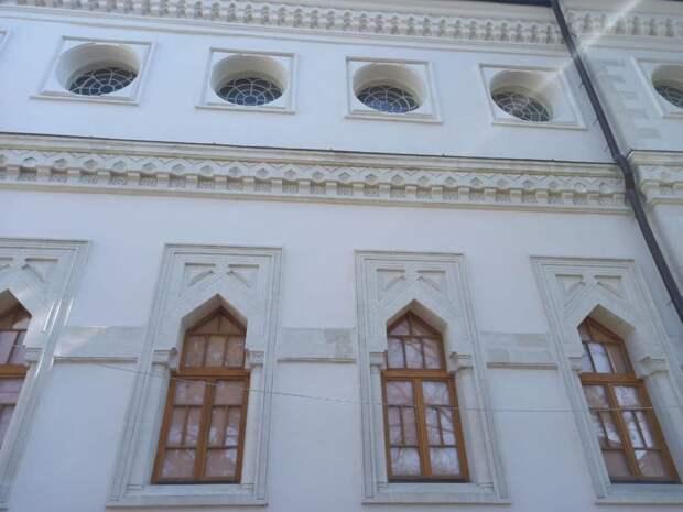 По поручению Арины Новосельской проверен ход ремонтно-реставрационных работ здания Кенассы и особняка Динцера