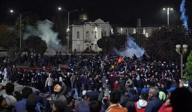 Названа причина протестов в Белоруссии и Киргизии