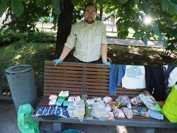 Житель Капотни из принципа ест выброшенные другими продукты
