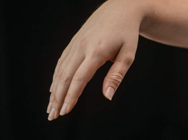 Признаком высокого холестерина назвали изменение на ногтях