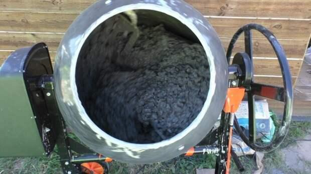 Цементный раствор с солью не подходит для металлической арматуры / Фото: specteh-kursk.speczakaz.info