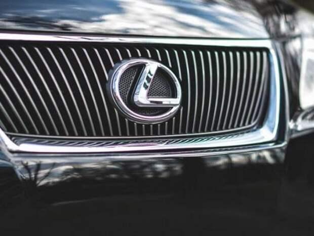 Владелец Lexus решил проучить приморца, но теперь над ним смеется пол-Приморья