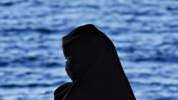 Фото без хиджаба смерти подобно. Арабские законы могут сгубить жизнь местной 20-летней модели