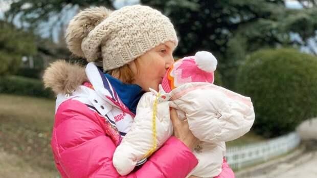«Вот это мывлипли!» Слуцкая рассказала, как намучилась свыбором имени для третьего ребенка